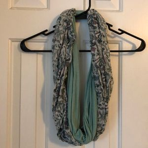 Accessories - Infinite scarf